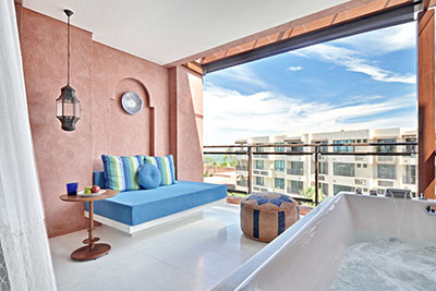 Jacuzzi Suite Pool View